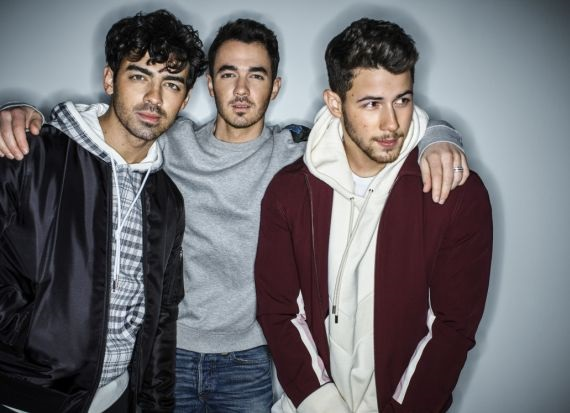 Jonas Brothers, on this pic are all three members together